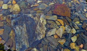 subsurface rocks, portage into knife lake